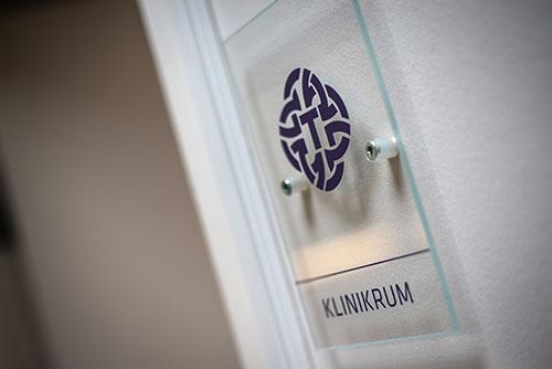 Indgang til klinikrum hos tandlægen i Faxe på Sydsjælland